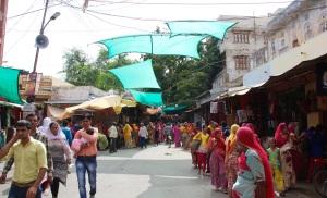Bazar al lado del templo de Brahma