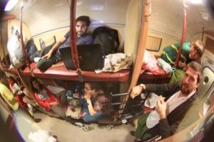Sleeper class. Tren desde Agra a Varanassi.